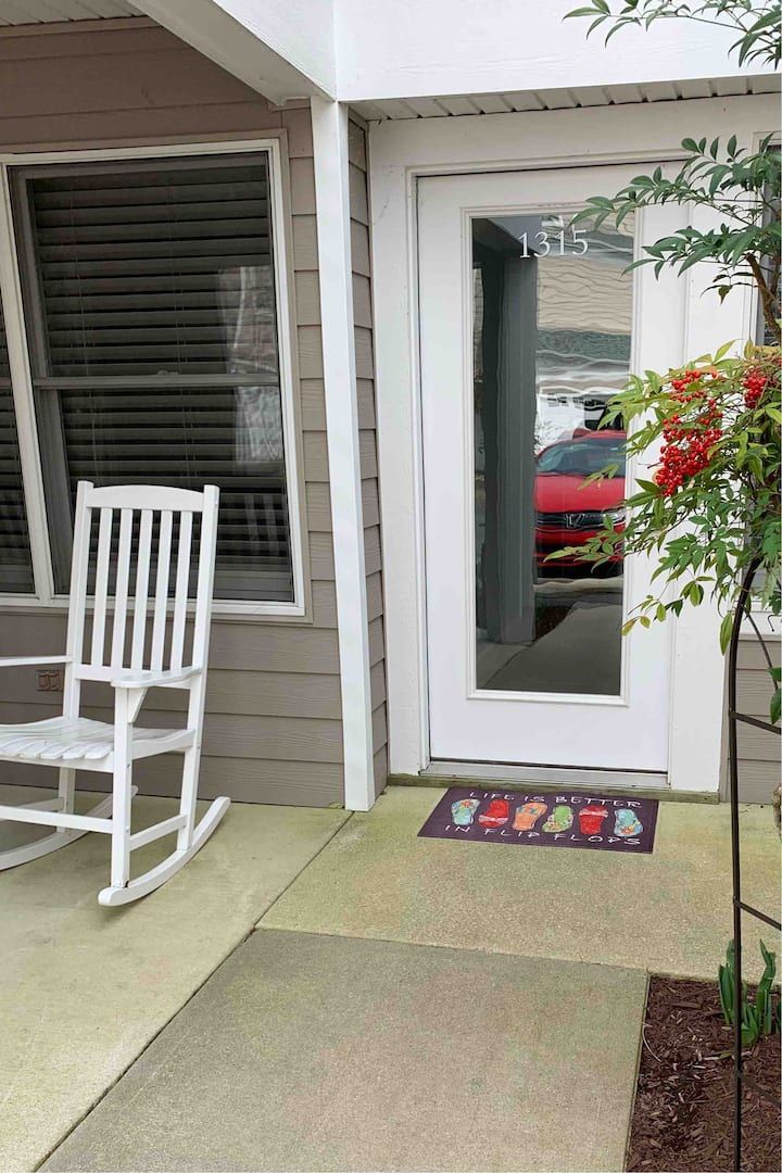 Delaware Townhome Minutes from DE & MD Beaches
