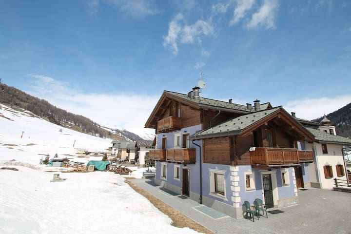 Apartment at just 50 meters away from the ski lifts