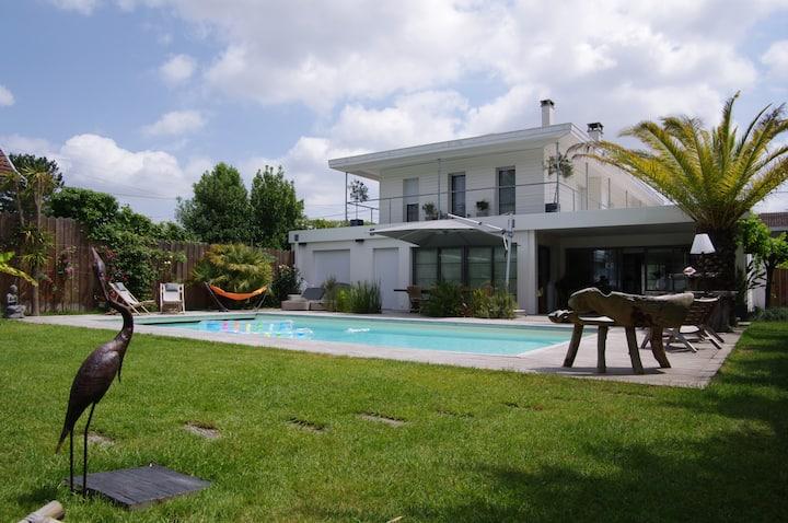 Superbe Villa 300m2 Piscine chauffée/Jardin/Cinéma