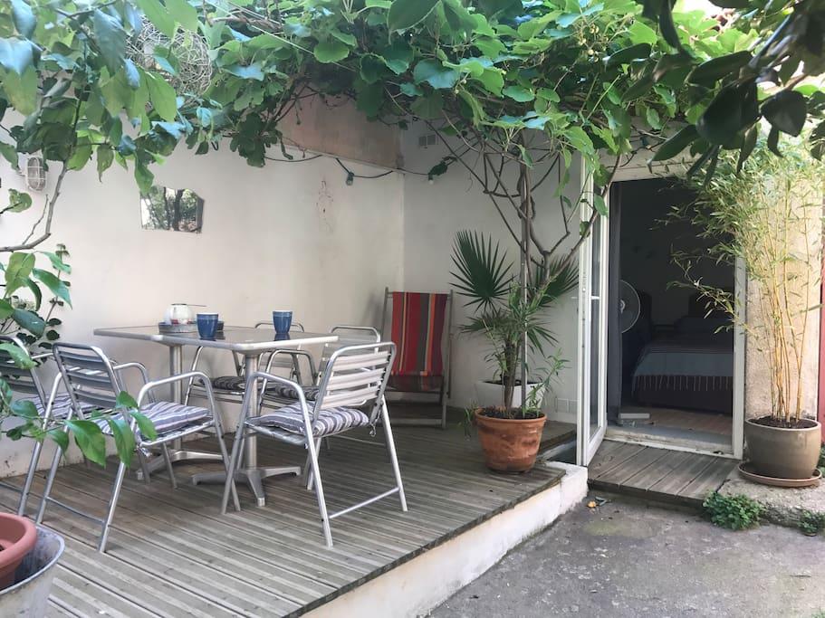 calme et patio int rieur banyuls sur mer languedoc roussillon. Black Bedroom Furniture Sets. Home Design Ideas