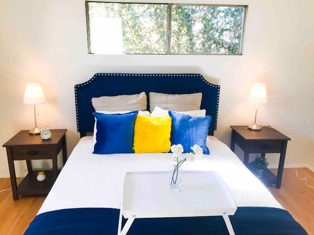 1 bedroom West Hollywood|walk score 99|parking|AC