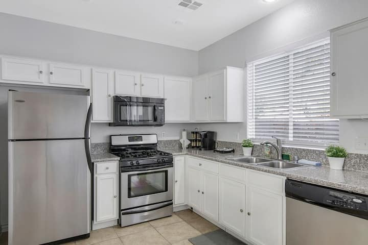 Private, Central Location, Great for Traveling Nurses & Professionals!