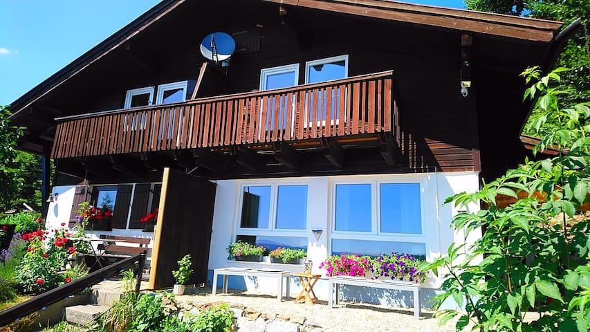 Ferienhaus *Waldblick*  mit exzellenter Aussicht