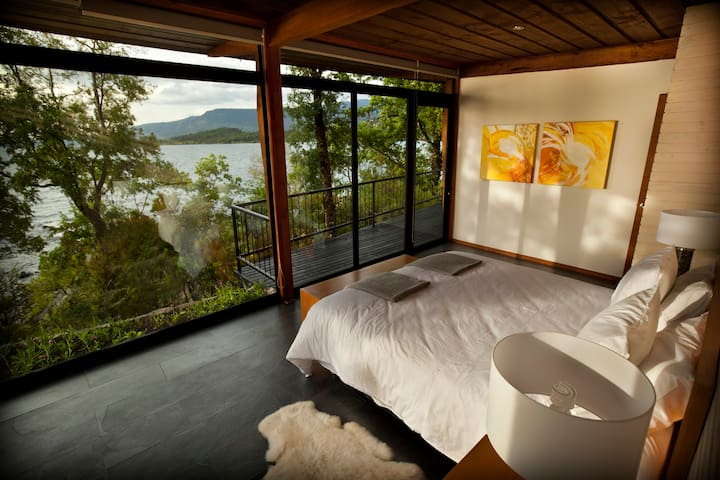 Lake House Antumalal
