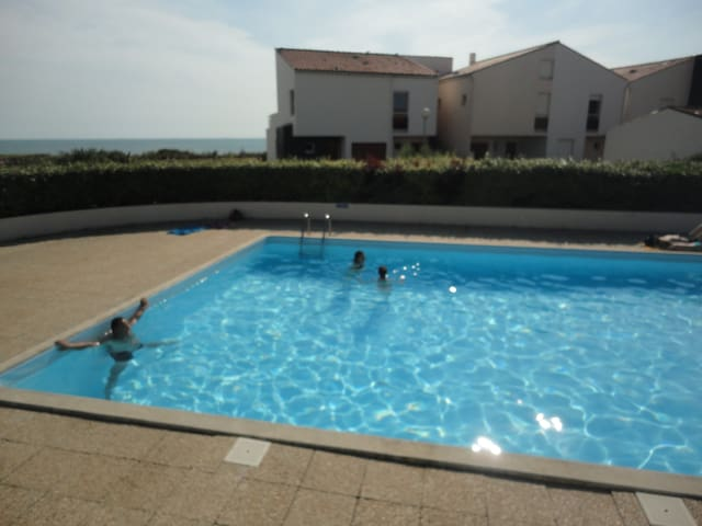 """Résidence """" Les Océanes"""", bord de mer avec piscine"""