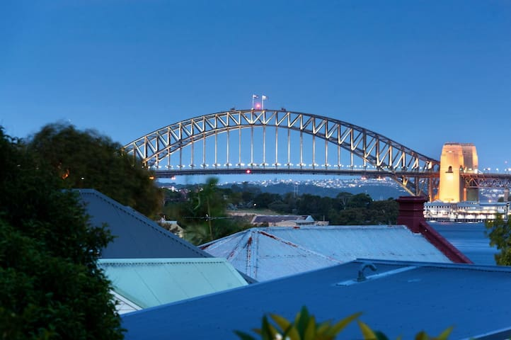 2 Bedroom house with amazing view at Balmain