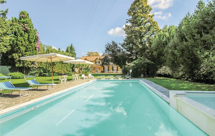 Amazing home in Massarosa -LU- with WiFi and 4 Bedrooms