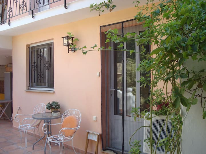 Relax in Aegina Town in a Downstairs Studio