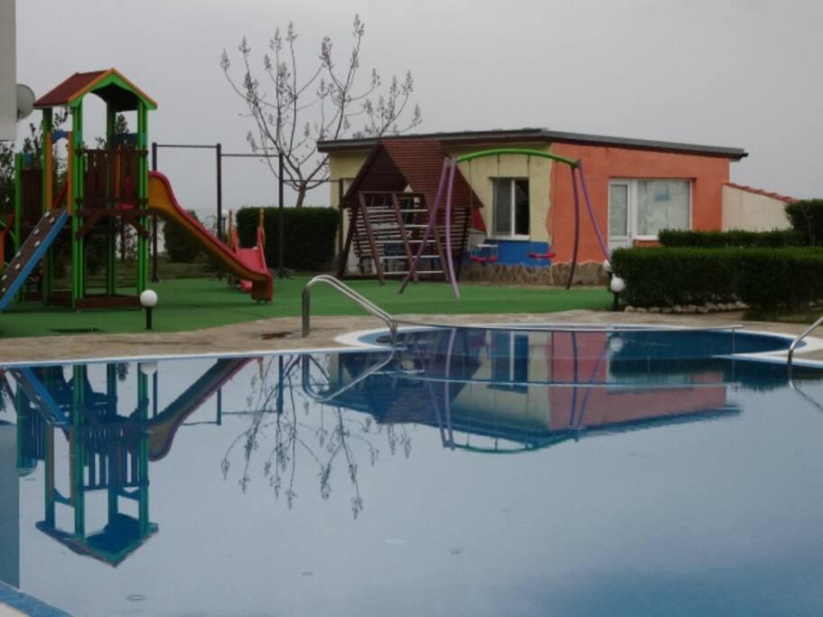 Lekeplass og barnebasseng