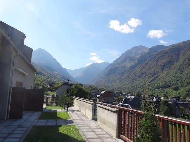 Bel appart cosy dans village typique des Pyrénées - Loudenvielle - Leilighet