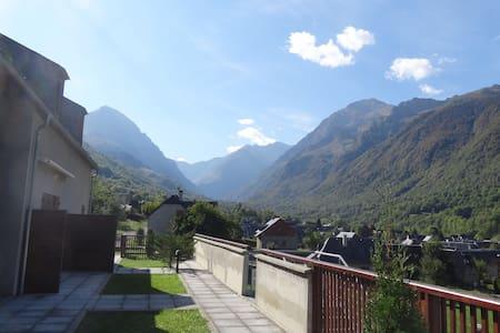 Bel appart cosy dans village typique des Pyrénées - Loudenvielle - อพาร์ทเมนท์