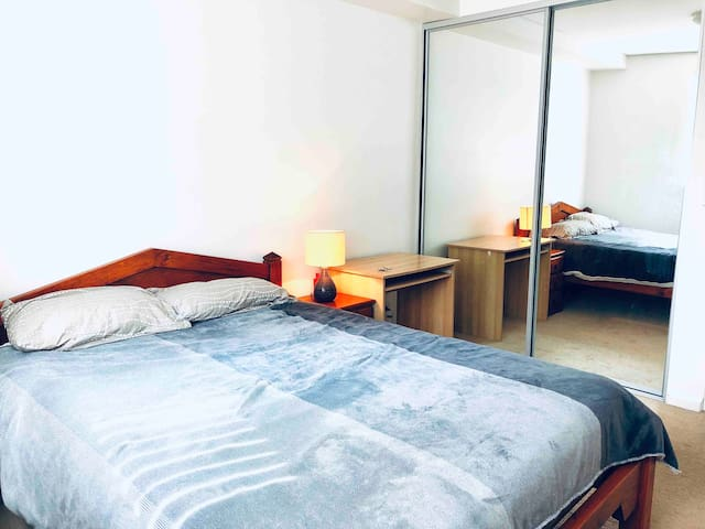 Ensuite Bedroom Conveniently located near airport