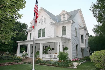 Colonial White House Bed & Breakfast - Clarinda - Gistiheimili