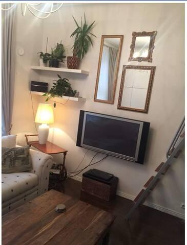 Kampin keskustan sydämessä sijaitseva tunnelmallinen yksiö! Sijainti on paras mahdollinen ja asunto tarjoaa kaikki mukavuudet! :)