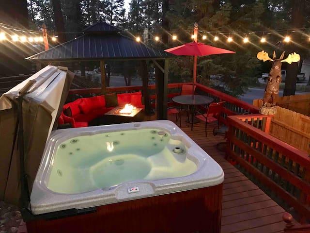 Cozy family cabin New deck, fire pit Gazebo, fun!!
