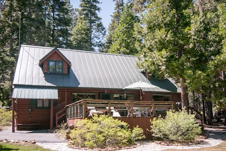 Timberland Lodge- classic old Tahoe pet ok, walk 2 beach - Tahoe City - Hytte