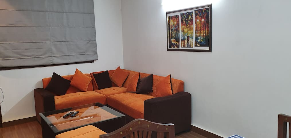 CUTE & COMFY 2BR♦100M KAILASH COLONY METRO STATION