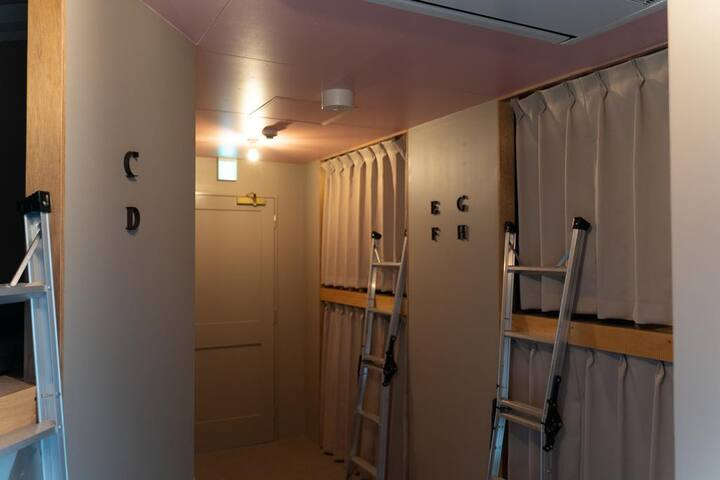 LINDA HOSTEL 106 8-Bed Female Dormitory Room