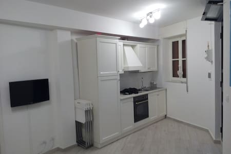 Cosy studio apartment  100 mt  to square and beach - Finale Ligure - Apartment