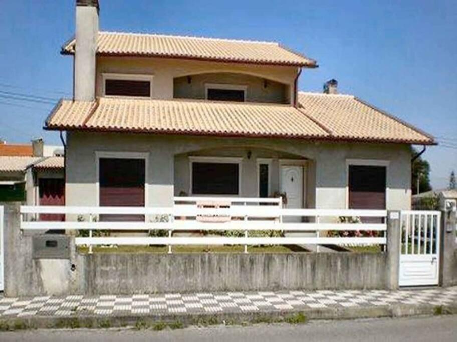 maison pas loin de la plage avec beaucoup d espace maisons louer gafanha da nazar aveiro. Black Bedroom Furniture Sets. Home Design Ideas