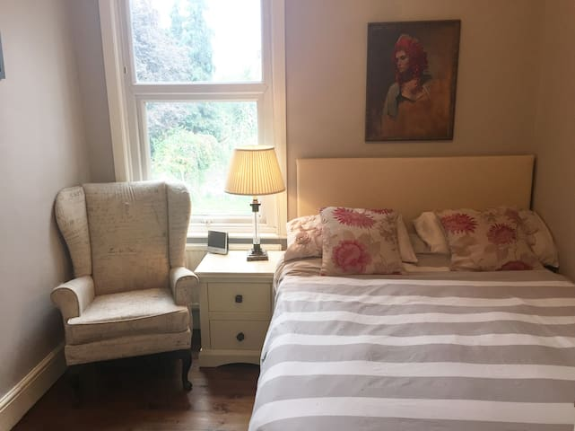 Double room in Leyton house available