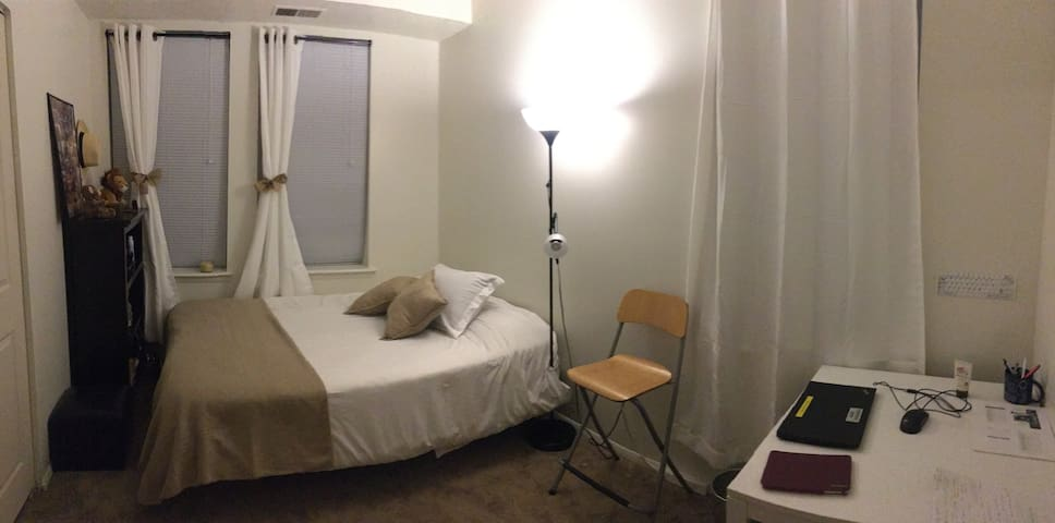 NICE and COZY room in a lovely ap. Downtown DC