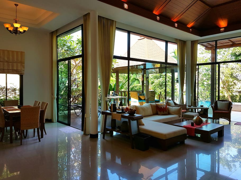 Spacious light and airy lounge/dining areas