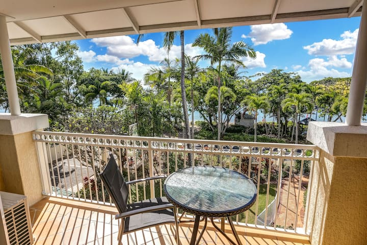 1 Bedroom Beachfront 20 minutes from Cairns