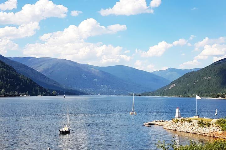 Scenic Lakeside Retreat in Nelson B.C.