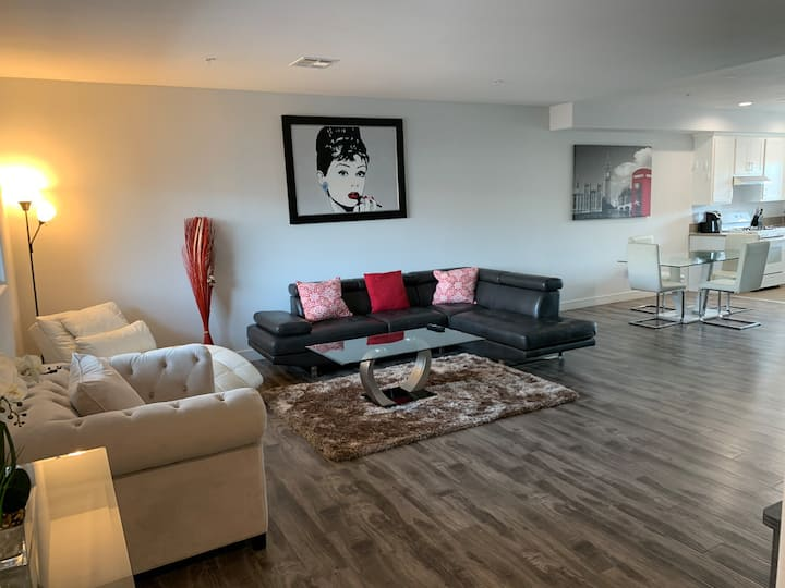 NEW MODERNLY FURNISHED 4 BEDROOMS  CLOSE TO DT LA.