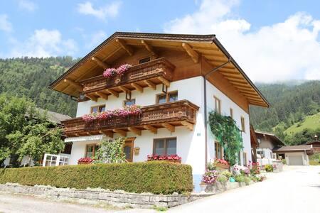 Apartamento luminoso en Bramberg am Wildkogel con vistas a la montaña