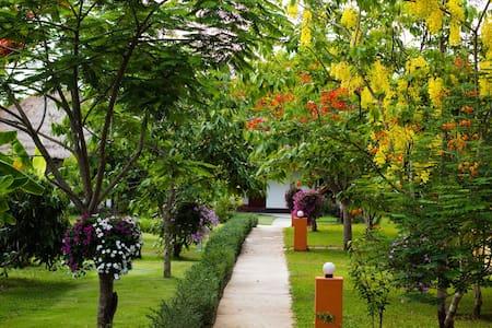 Nan Noble House Garden Resort - Bed & Breakfast