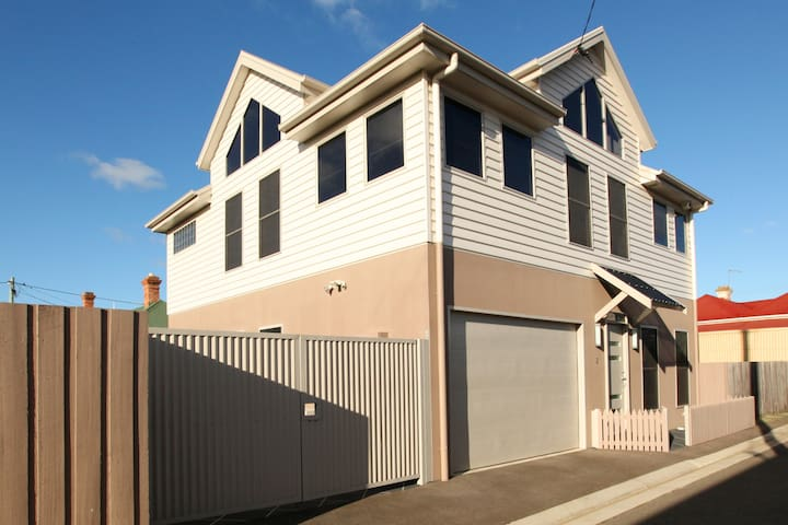 City Townhouse - Invermay - Townhouse