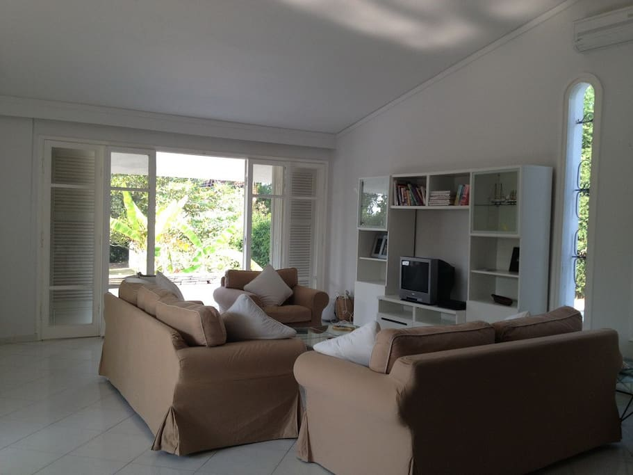 "Living Room with Plasma Tv 42"""