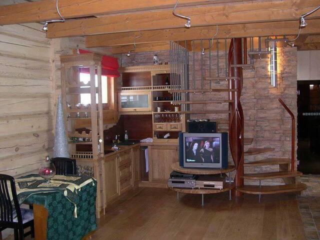 Sodo namelis Veisėjuose
