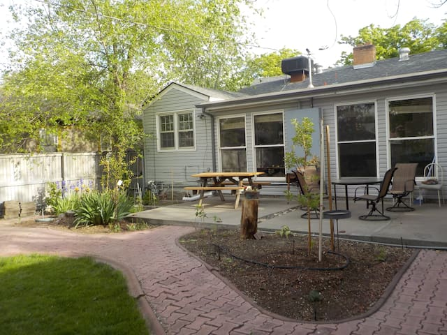 Family-friendly house, garden & free breakfast - Grand Junction - House