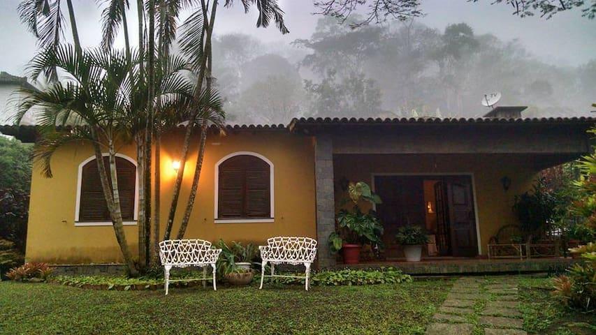 Casa na região serrana do RJ . - Miguel Pereira - Srub