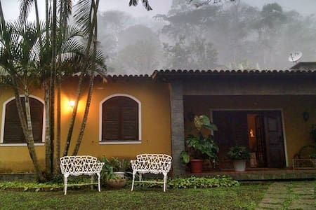 Casa na região serrana do RJ . - Miguel Pereira - Blockhütte
