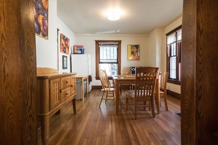 Spacious private room in Kerrytown