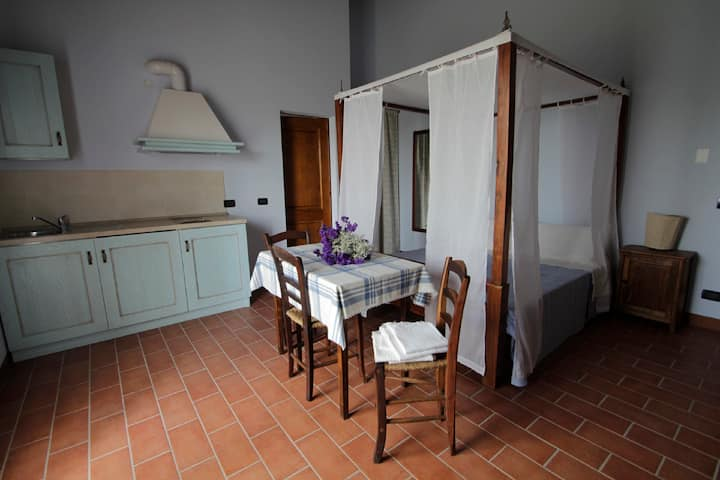 romantic studio in tipical italian country-house
