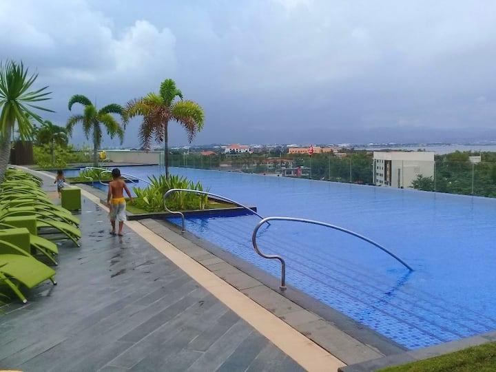 Lux 1 BR condo,white beaches,60 m infinity pool