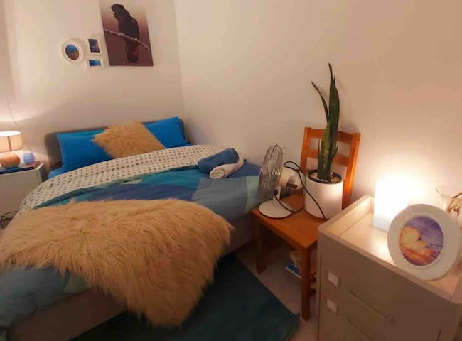 Queen Room with 2 beds near Central - FREE WIFI