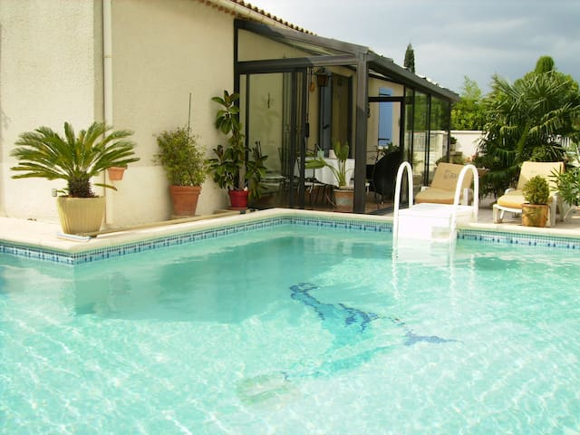 Vacation home with pool next to the center of Saint Rémy de Provence