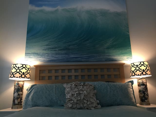 'Catch a Wave' Room w/ Plush Queen Bed