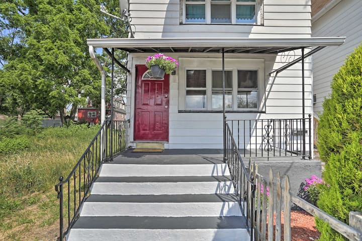 NEW! Dtwn Wilkes-Barre Apt: Walk to Parks + Shops!