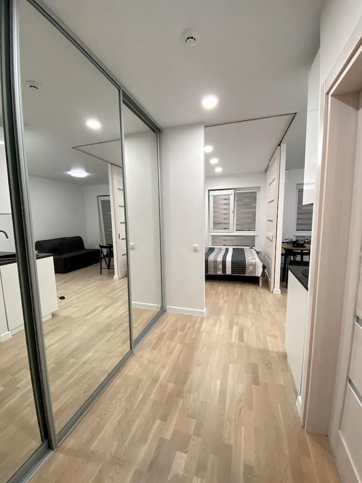 Stylish, brand new Wolfie Apartments! City center