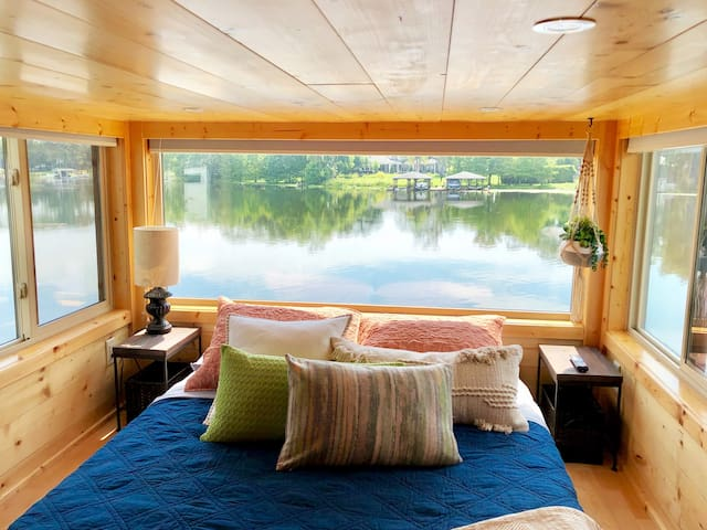 The View - Waterfront Tiny Home