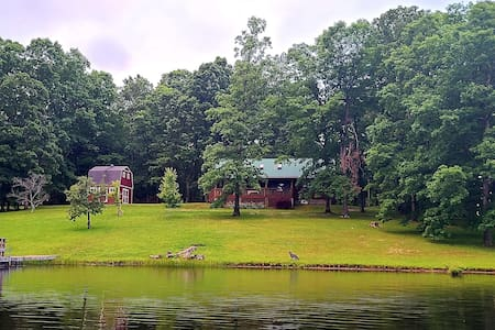 Quiet lake cabin on Cumberland Plateau, Tennessee