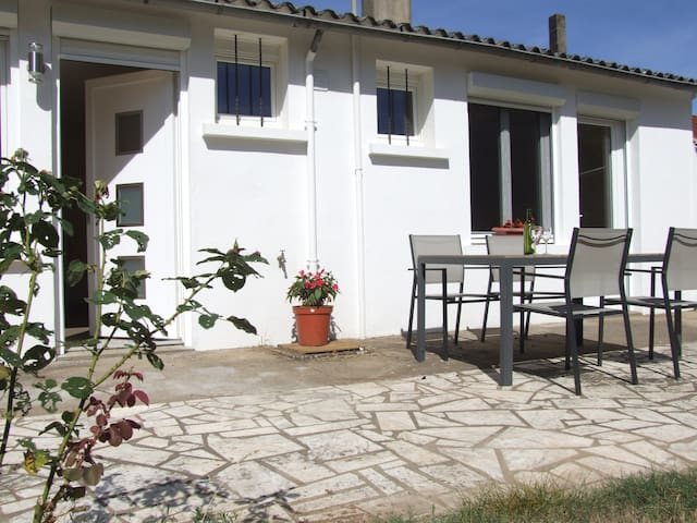 Les Chails guesthouse in a rural setting - Les Forges - Hospedaria