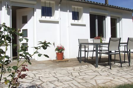 Les Chails guesthouse in a rural setting - Les Forges - Pension